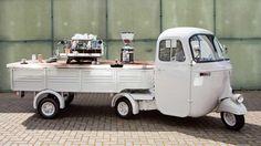 Mobile Espressobar auf einem 1961er APE Pentaro. Ausgestattet mit einer Mirage Espressomaschine ist diese mobile Kaffeebar das Highlight in Shops und auf Messen und versorgt Ihre Gäste mit besten Kaffees.