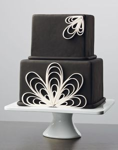 Learn fondant techniques like quilling in the new Wilton Method Course 3: Fondant & Gum Paste. Find a class near you today!