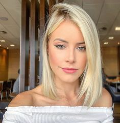 40 Latest Pictures Of Short Layered Haircuts Edgy Haircuts, Short Layered Haircuts, Long Bob Haircuts, Hairstyles Haircuts, Straight Hairstyles, Short Hair Cuts For Women, Short Hair Styles, Brown Ombre Hair, Hair Highlights