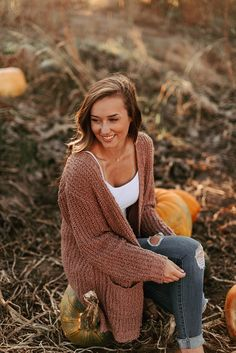 oregon fall senior session oregon fall senior session More from my site cap and gown picture ideas Fall Photo Shoot Outfits, Senior Photo Outfits, Cute Fall Outfits, Fall Winter Outfits, Outfits For Teens, Autumn Winter Fashion, Trendy Outfits, Fashion Outfits, Teenage Outfits