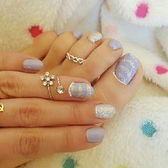 هذه #أظافر اليوم  Here's a picture of my Tuesday Nails matching my Monday Pedi. Lilac and Silver Toe Nails And Lilac and Silver Nails using Alvin D'Or #14 and Golden Rose-Holiday #51
