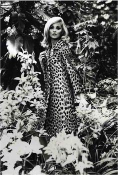 Leopard print coat, 1960 always super groovy. 1960s Fashion, Look Fashion, Vintage Fashion, Vintage Style, Timeless Fashion, Looks Style, My Style, Hair Style, Moda Retro