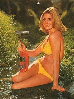 Pinups & PVC Pipes: The voluptuous bathing beauties of the Ridgid Tool Company Calendar Ridgid Tools, Pin Up Photography, Calendar Girls, Raquel Welch, Bathing Beauties, Bikini Models, In Hollywood, Bikinis, Bikini