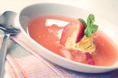 Den lækreste iskolde jordbær, rabarbersuppe med hele vanillekorn og et strejf af stjerneanis