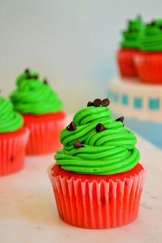 Watermelon Cupcakes are sweet, adorable and and the easiest sweet treat to make. Perfectly festive and fun, these Watermelon Cupcakes are the perfect dessert to share at all of your pool parties and summer BBQs. Cupcake Recipes, Cupcake Cakes, Dessert Recipes, Party Recipes, Food Cakes, Köstliche Desserts, Delicious Desserts, Mini Chocolate Chips, Savoury Cake