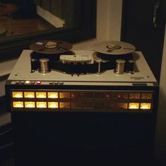 Giving my mix some tape saturation! #TapeSaturation #Analogue #Analog #Warmth #Tape #TapeMachine #AudioEngineer #Mastering #Studio #Neve #Saturn #Recording #Mixing #Music