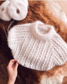 Diy Crafts - Diy Crafts - -Beautiful vaffelswester designed by knittingforolive, knitted by lialykke 😍 Baby Hats Knitting, Loom Knitting, Knitting Stitches, Knitted Hats, Diy Crafts Knitting, Diy Crafts Crochet, Lace Knitting Patterns, Knitting Designs, Pulls