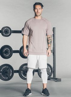 Although most of us, as men, seem to be sloppy about clothing, in most cases we attach importance to quality … Mode Masculine, Mens Fashion Blog, Sport Fashion, Gym Fashion, Gym Outfit Men, Mens Tights, Expensive Clothes, Evolution T Shirt, Gym Style