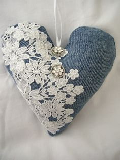 We have found new pins for your Valentine's Day board. – # found … - Valentine Day Jean Crafts, Denim Crafts, Valentine Crafts, Valentines, Valentine Decorations, Artisanats Denim, Denim And Lace, Sewing Crafts, Sewing Projects