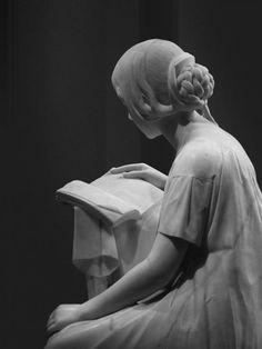 Pietro Magni (Italia, 1817-18787) - La Lettrice (La lectora), 1861. Marmol (Galería de Arte Moderno de Milán, Italia) Detalle II