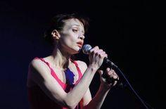 Watch Fiona Apple Sing Anti-Donald Trump A Cappella Christmas Song http://www.biphoo.com/bipnews/news/watch-fiona-apple-sing-anti-donald-trump-a-cappella-christmas-song.html