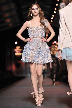 Fall-2011-Paris-Fashion-Week-Christian-Dior-2011-03-04-102800.jpg (2001×3000)