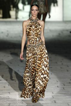 trendy fashion week milao runway roberto cavalli Source by dresses runway Daily Fashion, Trendy Fashion, Boho Fashion, Girl Fashion, Fashion Design, Fashion Dresses, Animal Print Fashion, Fashion Prints, Animal Prints