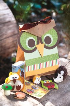 Fantasy forest party: These party packs are made from brown paper bags fashioned into beautiful owls with the help of strips of paper in different patterns and colours.
