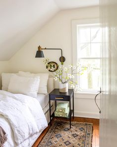 7 Simple Ideas to Add Smiles to White Rooms + Funny Quotes - Hello Lovely Simple country bedroom wit White Rooms, White Bedroom, Bedrooms With White Walls, Guest Room Decor, Bedroom Decor, Bedroom Ideas, Wall Sconce Bedroom, Bed Ideas, Home Design