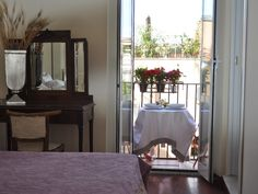 Colosseo Foro Romano (Coliseum & Roman Forum) Vacation Rental - VRBO 985131ha - 2 BR Rome Apartment in Italy, Lovely Apartment in Center Cit...