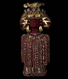 Queen Puabi's Headdress, Diadem, Beaded Cape, and Jewelry   Early Dynastic III (2550-2450 BCE)   Royal Cemetery, Ur (modern day Iraq)