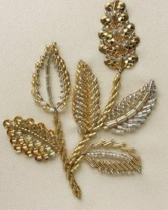 Bead Embroidery Tutorial, Bead Embroidery Patterns, Hand Work Embroidery, Embroidery On Clothes, Flower Embroidery Designs, Pearl Embroidery, Couture Embroidery, Bead Embroidery Jewelry, Beaded Jewelry Patterns