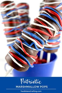 Patriotic Marshmallow Pops - marshmallows on a stick covered with chocolate and decorated with Red White and Blue candy melts. Delicious and easy to make. Chocolate Melting Wafers, Ghirardelli Chocolate, 4th Of July Desserts, Fun Desserts, Patriotic Desserts, 4th Of July Party, Fourth Of July, Wilton Candy Melts, Mothers Day Crafts For Kids