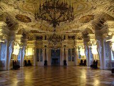 Znalezione obrazy dla zapytania castle ballroom