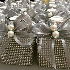 Lembranças lindas para as madrinhas de casamento . Quase tudo pronto. #difusor #difusordevaretas #sabonete #HandSoap #prata #casamento #presente #lembrançadecasamento #madrinhas #wedding #luxo