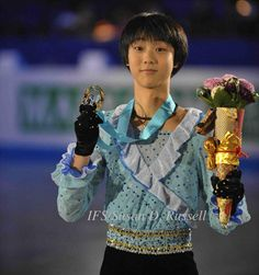 Golden moment for Yuzuru Hanyu at the 2009 Junior Grand Prix Final.  2009ジュニアグランプリファイナルでの譲羽生の黄金の瞬間。 pic.twitter.com/Gfee5vjX1I
