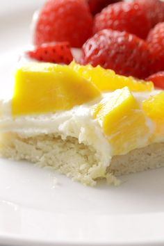 Fruit Pizza - Dessert Recipes - This simple fruit pizza is beautiful and delicious! A soft sugar cookie crust with a cream cheese fr - Healthy Sugar Cookies, Best Sugar Cookie Recipe, Soft Sugar Cookies, Cookie Recipes, Dessert Recipes, Sugar Cookie Fruit Pizza, Pizza Recipes, Easy Fruit Pizza, Dessert Pizza