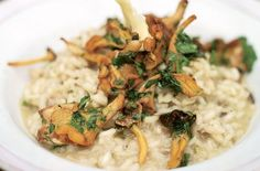 Who doesn't love mushroom risotto? Jamie Oliver's vegetarian risotto recipe grills the mushrooms for a gorgeous, nutty flavour, plus. Grilled Mushrooms, Creamy Mushrooms, Stuffed Mushrooms, Rice Recipes, Vegetarian Recipes, Cooking Recipes, Vegetarian Dinners, Recipies, Jamie Oliver