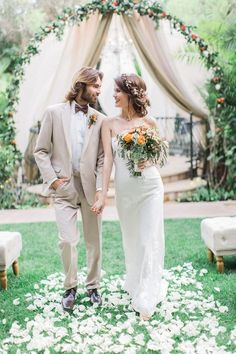 There's boho chic… and then there's this bohemian wedding inspiration sesh with a big ol' side of vintage glam. Think a talented team of vendors, a totally unique + unbelievable pretty theme and boho details aplenty and you are sooo on the right track. Boho Wedding Dress, Wedding Dress Styles, Chic Wedding, Wedding Ideas, Wedding Poses, Perfect Wedding, Wedding Bouquets, Wedding Flowers, Dream Wedding