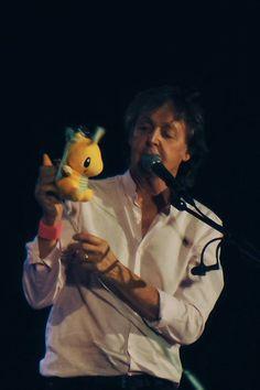 Paul McCartney at Mineirão Stadium in Belo Horizonte on October 17 2017 My Love Paul Mccartney, Beatles Love, Sir Paul, Saddest Songs, Ringo Starr, George Harrison, Jimi Hendrix, New Artists, John Lennon