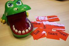 Woorden lezen met de krokodil ook leuk met sommen flitsen. | Klas van juf Linda Speech Language Therapy, Speech And Language, Primary School, Pre School, Jungle Speed, Busy Boxes, School Daze, School Hacks, Teaching Reading