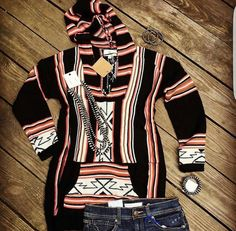 Remember this one y'all? One of my FAVORITES and one of y'alls too! Super soft serape/Aztec print and even has kangaroo pockets! This one has plenty of stretch and runs true to size! Country Style Outfits, Country Girl Style, Country Dresses, My Style, Cowgirl Outfits, Cowgirl Style, Western Outfits, Cowgirl Clothing, Gypsy Cowgirl
