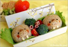 Japanese Bento Box Food Art - Who Can Resist Such a Yummy Food? Japanese Bento Box, Japanese Food Art, Cute Food, Yummy Food, Cute Bento Boxes, Lunch Boxes, Bento Recipes, Bento Ideas, Kawaii Bento