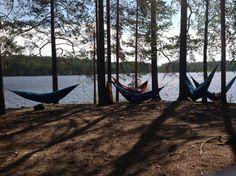 Rentoutumista luonnonhelmassa. Hyvinvointi ja luonto. Repoveden kansallispuisto, toukokuu 2013. Finland