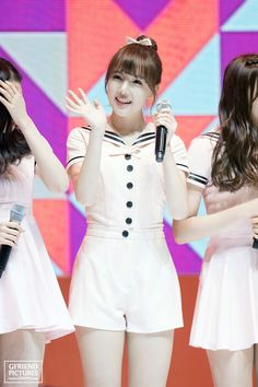 Yerin Rapper, Cute Outfits, Flower Girl Dresses, Wedding Dresses, Beauty Girls, How To Wear, Kpop, Fashion, Pretty Clothes