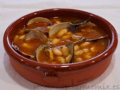 Fabes con almejas con Thermomix Spanish Cuisine, Spanish Food, Spanish Recipes, Seafood Soup Recipes, Cooking Chef, Kitchen Dishes, Fish Dishes, Mediterranean Recipes, I Foods