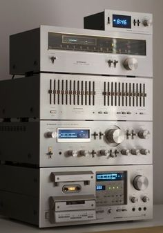 PIONEER SA-8800 + CT-F950 + TX-608 + SG-9800 + DT-400. That tape deck is the unit I actually own.