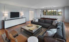 Salon au confortable canapé d'angle familial face à la télé