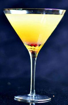 Flirtini - sparkling martini made with vanilla vodka, champagne and pineapple juice.   willcookforsmiles.com