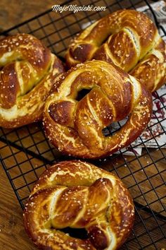 fantastic recipe for pretzels! Sweet, savory, depending on what you like, with a yeast dough that is a pleasure to work with Pretzels Recipe, Good Food, Yummy Food, Bread Bun, Bread And Pastries, Food Design, Nutella, Bakery, Food Porn