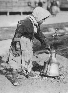 At the well A young ragged member of the colony of Greeks who have reached Salon Vintage Pictures, Old Pictures, Old Photos, Greece Pictures, Old Greek, Greece Photography, Greek History, Thessaloniki, Athens Greece