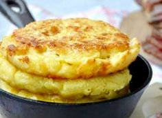 Turte coapte cu malai, ca pe vremuri - Sunt absolut geniale! No Carb Recipes, Sweets Recipes, Baby Food Recipes, Bread Recipes, Raw Cheese, Baking Bad, Romanian Food, Pastry And Bakery, No Cook Desserts