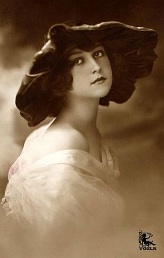 ↢ Bygone Beauties ↣ vintage photograph of a Vintage Beauty