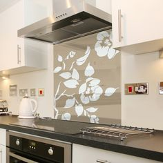 Cappuccino Floral - White Flower Glass Splashback