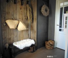 Onze hal #interieur #interior #stoer #landelijk #wonen #hal #hallway #krijtverf #chalkpaint