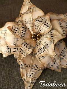 Easy to make romantic sheet music decoration projects - DIY Vintage Decor Ideas . - Easy to make romantic sheet music decoration projects – DIY Vintage Decor Ideas – Amz Dego - Sheet Music Crafts, Sheet Music Art, Vintage Sheet Music, Sheet Music Ornaments, Sheet Music Flowers, Music Sheets, Paper Ornaments, Art Music, Book Crafts
