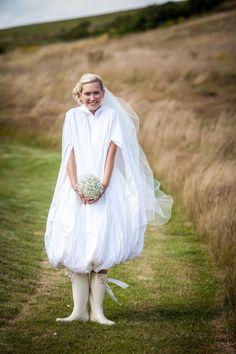 Eine wasserdichte Braut Mantel zum Schutz vor Regen, Pfützen und Schlamm