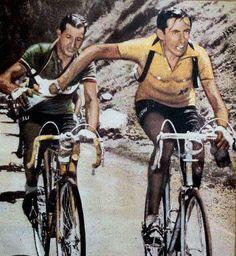 ort voor de start van de Tour de France 1949, die door Fausto Coppi zou worden gewonnen en waarin Gino Bartali als tweede zou eindigen, publiceerde de grote Italiaanse schrijver Curzio Malaparte in het Franse sportblad Sport Digest het lange, gepassioneerde verhaal 'Les deux visages de l'Italie. Coppi et Bartali'.    Volgens Malaparte ontkwam geen enkele naoorlogse Italiaan eraan in de tweestrijd tussen deze beide grootheden partij te kiezen. Je was Coppist of Bartalist.