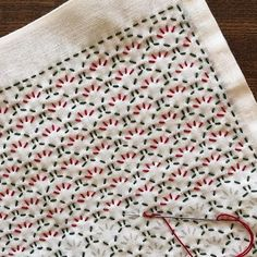 Hand Embroidery Flowers, Embroidery Hoop Art, Hand Embroidery Patterns, Cross Stitch Embroidery, Blackwork, Shashiko Embroidery, Japanese Quilts, Embroidery Stitches Tutorial, Japanese Embroidery