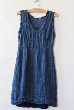 nut hatch v-neck blue linen dress – Lost & Found